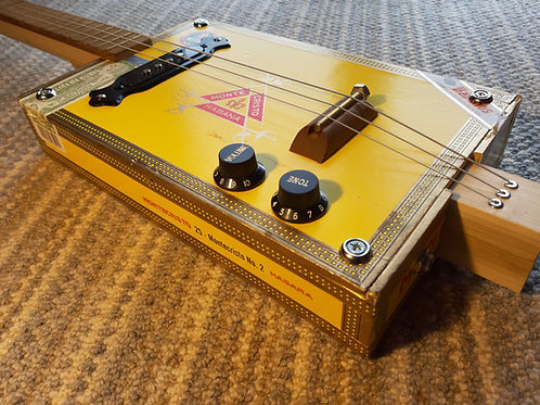 Lefty, Fretted with pickup Monte Cristo Box