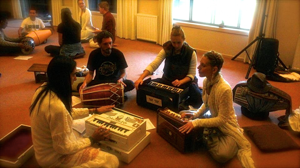 kirtan workshop retreat