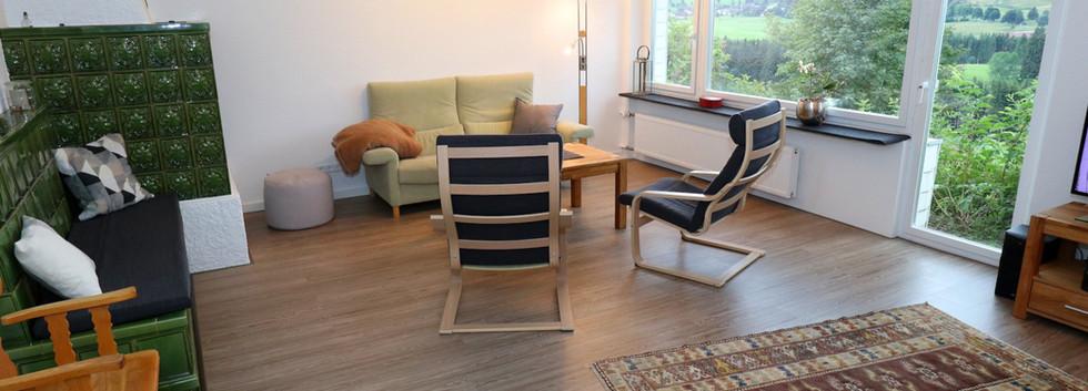 Ferienhaus_Kiliani_Wohnzimmer_Fenster.jp