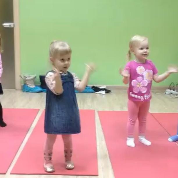Чудо-чудное - малышки из группы Ритмопластика 2-3 года_)))_#детскийтанец #хореография #ритмика #ритм