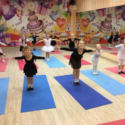 Детский танец с элементами художественной гимнастики!  Группа 5-7 лет. Вт и Чт 18.00. Запись детей п
