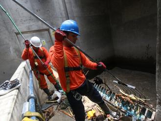 Trabajadores de Sedapal intensifican labores de limpieza del río Rímac