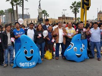 """En el Desfile por Fiestas Patrias: """"El Agua No se Vende"""""""