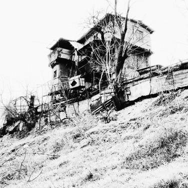 Дом на откосе
