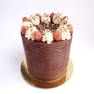 Chocolate wave cake with with Crispearls and gold accents