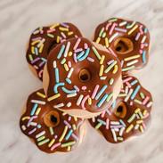 Macarons-donuts-100231.jpg