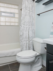 12 - 2319 Columbia Bathroom.jpg