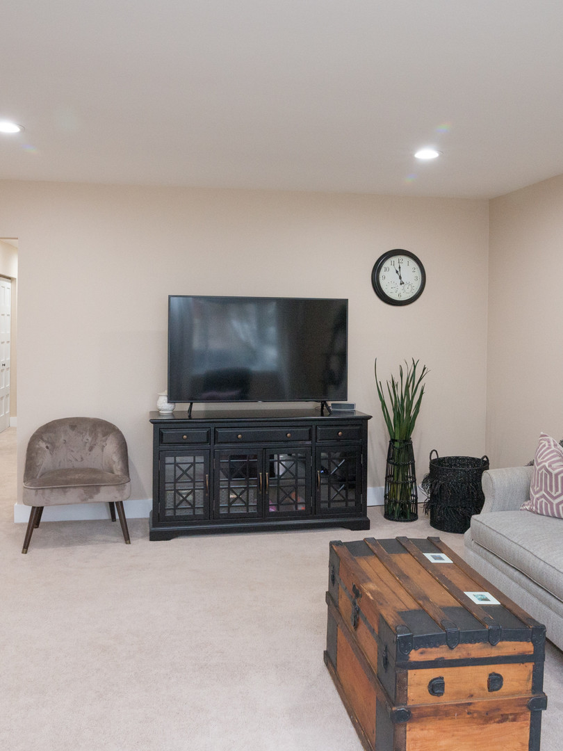4 - 2319 Columbia Living Room 3.jpg