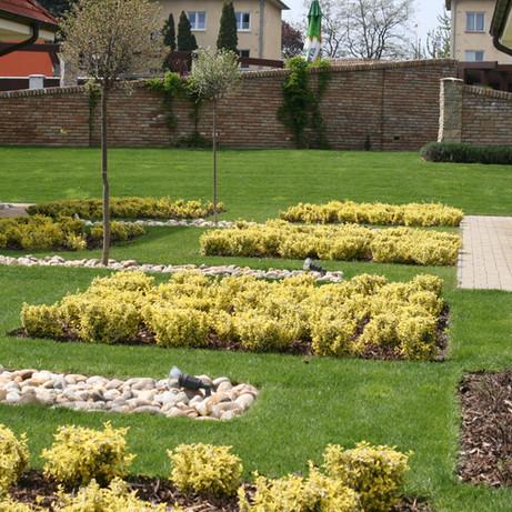 Trnava, záhrada pre dva domy 2001
