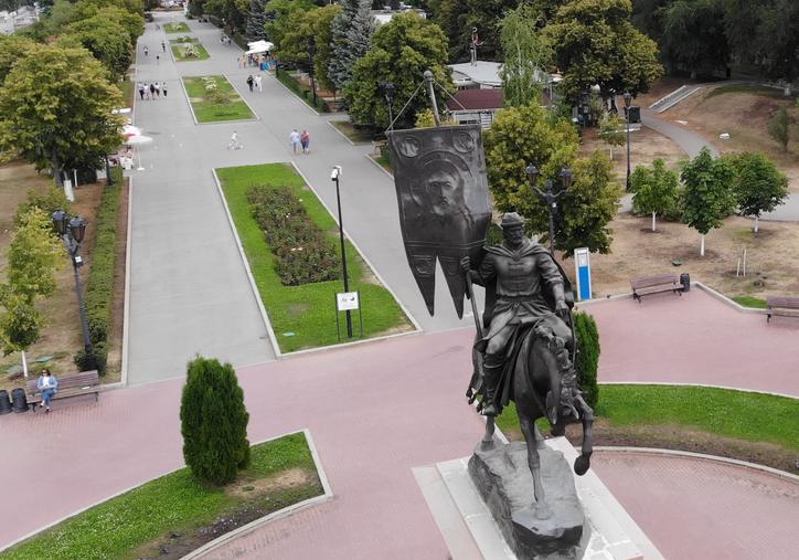 Набережная. Памятник Г.Засекину.png