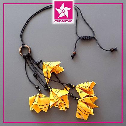 Colar Penduricalho de Flores Amarelas