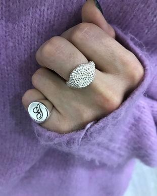 anello-bianco-borchiato