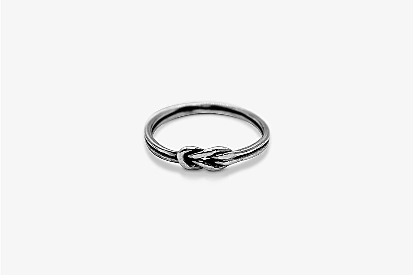 Double Knot Ring - Anello in argento 925, forma di nodo - Mama Schwaz Shop Milano