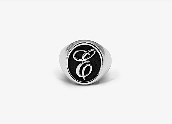 Anello ovale lettera in corsivo - Cursive Oval Ring by Mama Schwaz Milano