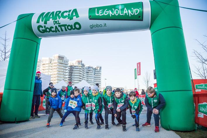 Correre fa bene: 300 iscritti alla Marcia del Giocattolo!