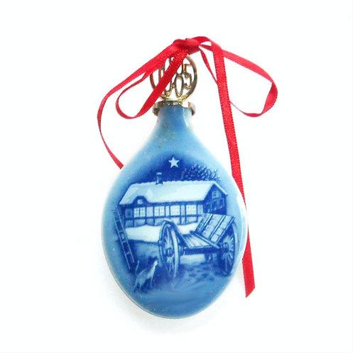 B&G Drop Ornament 1985