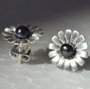 Josefine   Daisy Earrings, Black Pearl