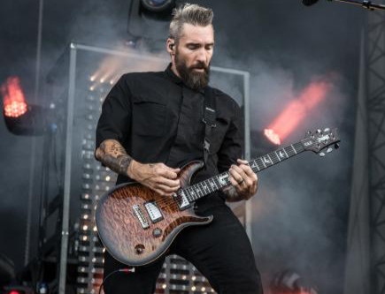 Clint Lowery of Sevendust sits with us and talks touring, his writing process, and solo album!