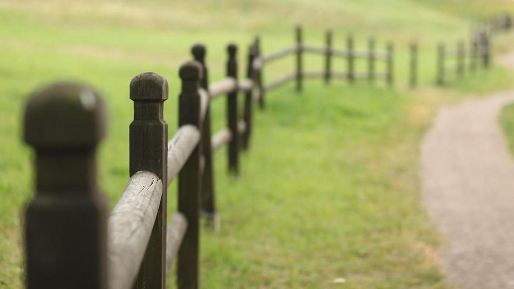 barrière le long d'une propriété