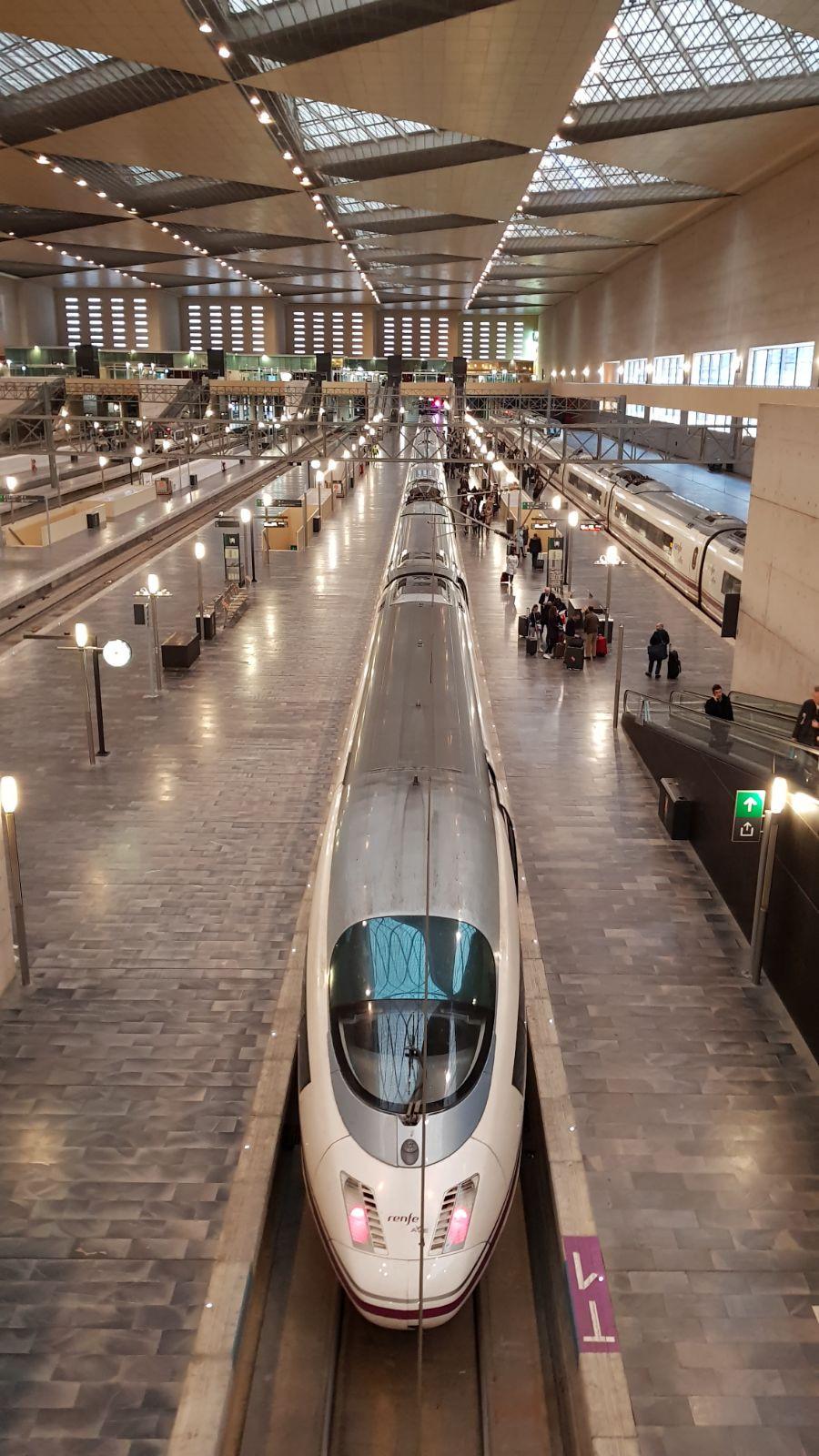 train grande vitesse et gare moderne