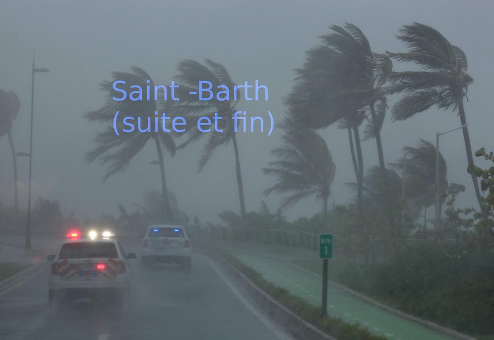 lumière bleue des patrouilles dans l'ouragan