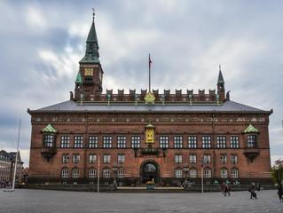 UDEN AT BLINKE kan opleves på Københavns Rådhus i Marts