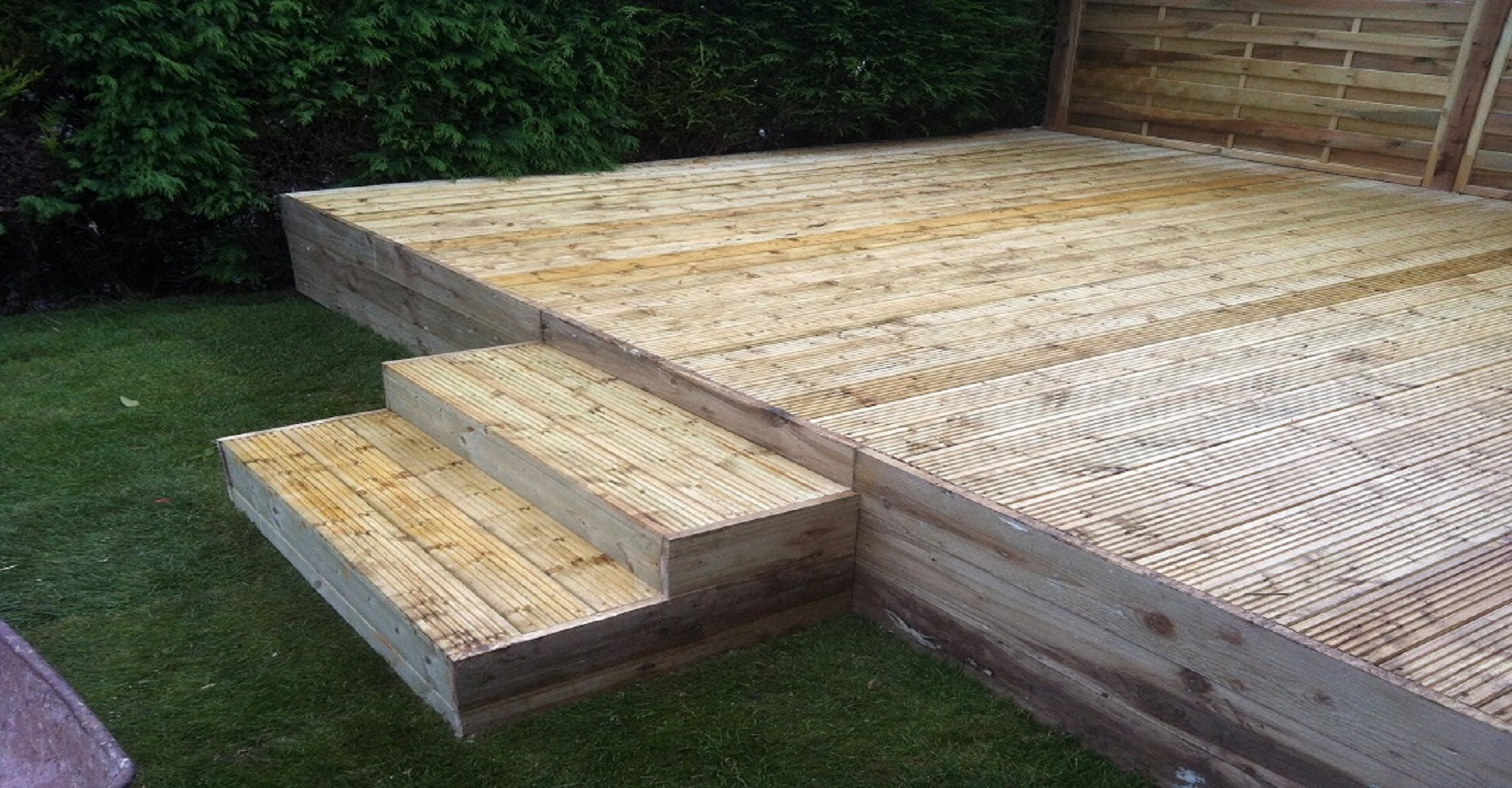 decking stepping down to garden
