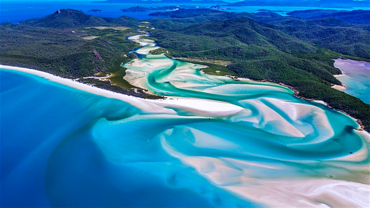 Exciting Air Tours Around Whitsunday Island, Australia