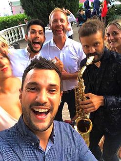 Saxophoniste pour mon mariage : SAXLOVER Fun Action seul, en duo avec un DJ sur Nice Cannes Genève Saint Tropez Monaco Swiss Bordeaux