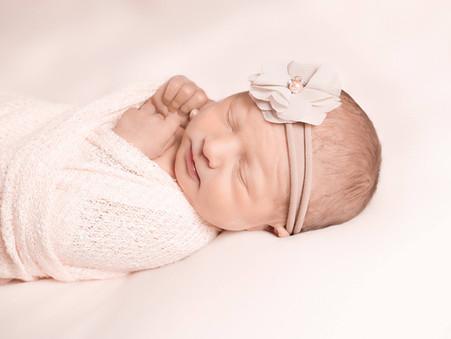 Okanagan Newborn Photographer | Lake Country, BC | Baby N's Glimpse