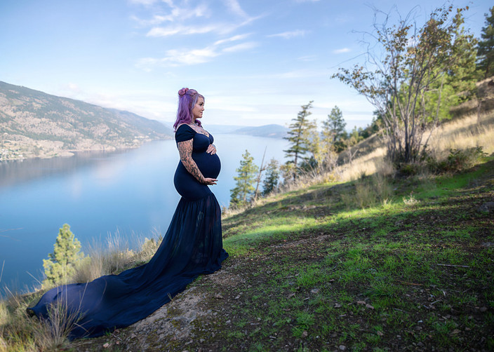 Knox Mountain Maternity Session in Kelowna