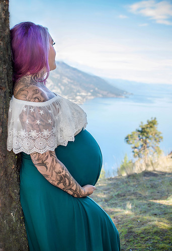 Kelowna Maternity Photographer