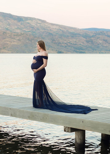 Peachland Maternity and Newborn Photographer, by Nicole Hemeon Photography