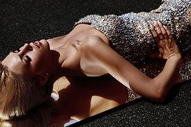 Dame in de Diamond Dress