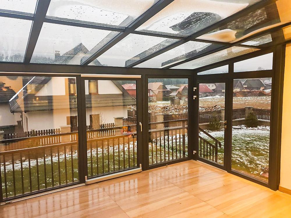 Studená zimná záhrada izool WG100 Z s sklopno posuvnými dverami izool HST