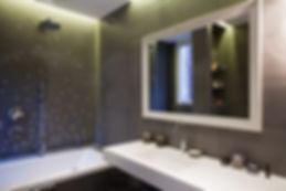 Salle de bain , mobilier salle de bain , baignoire , baignoir , évier , robinet , wc , toilet , miroir , mirroir , pommeau de douche , douche  , cabine de douche , cabinne de douche ,miroir