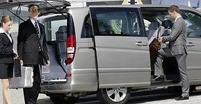 noleggio-auto-conducente-Napoli-1110x577