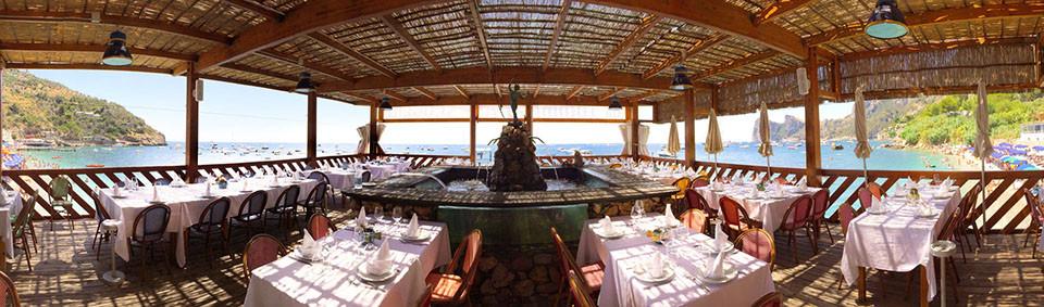 lo-scoglio-dining-room-panorama.jpg