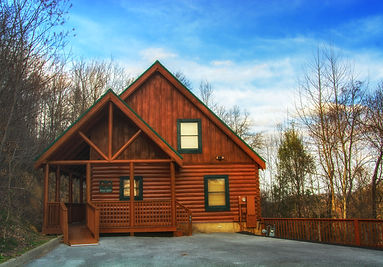 Front view of Spruce Moose cabin in Sherwood Forest Resort, Pigeon Forge TN