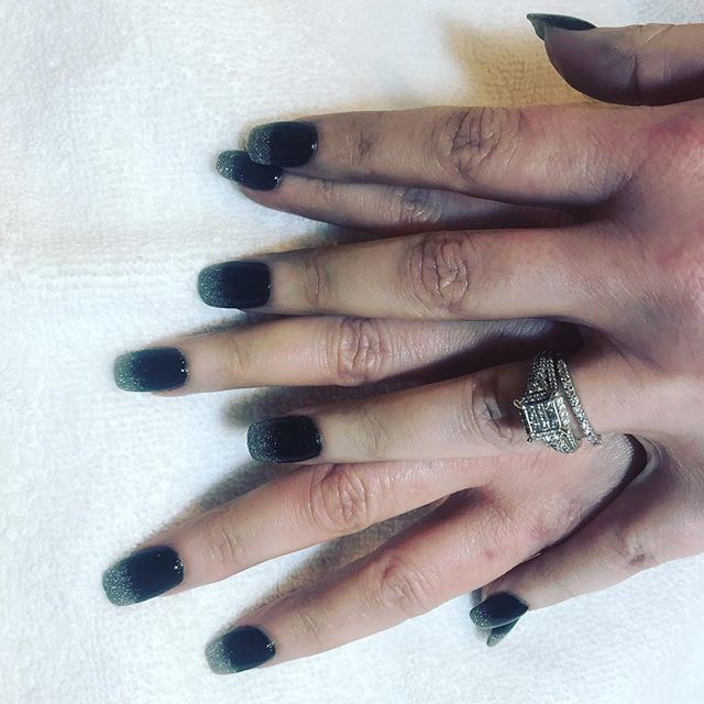 Obre black dipping powder