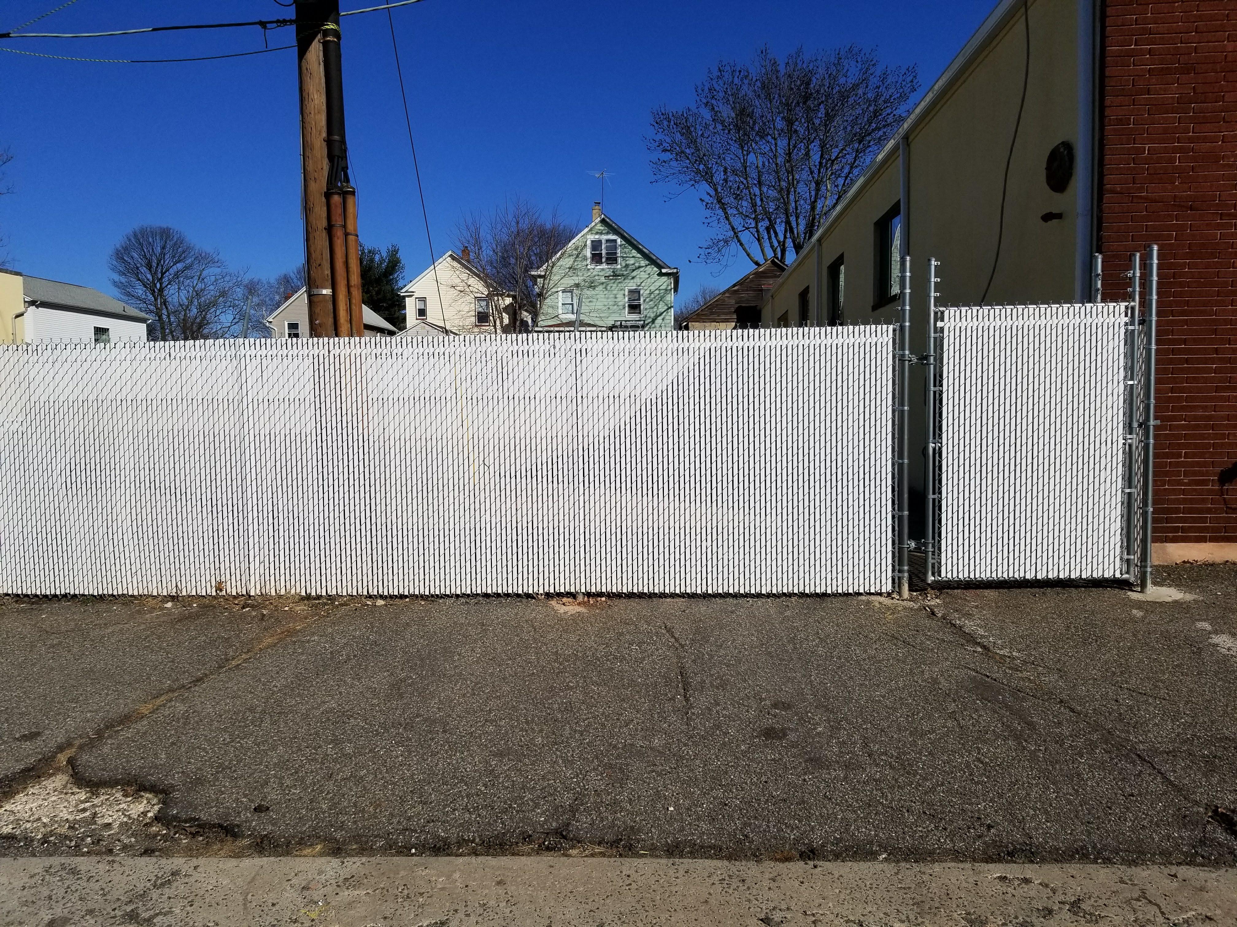 Chain-link vinyl slots white