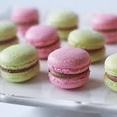 10 French Macarons