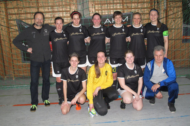 Damenmannschaft mit Platz 2 bei Hallenturnier in Neufahrn