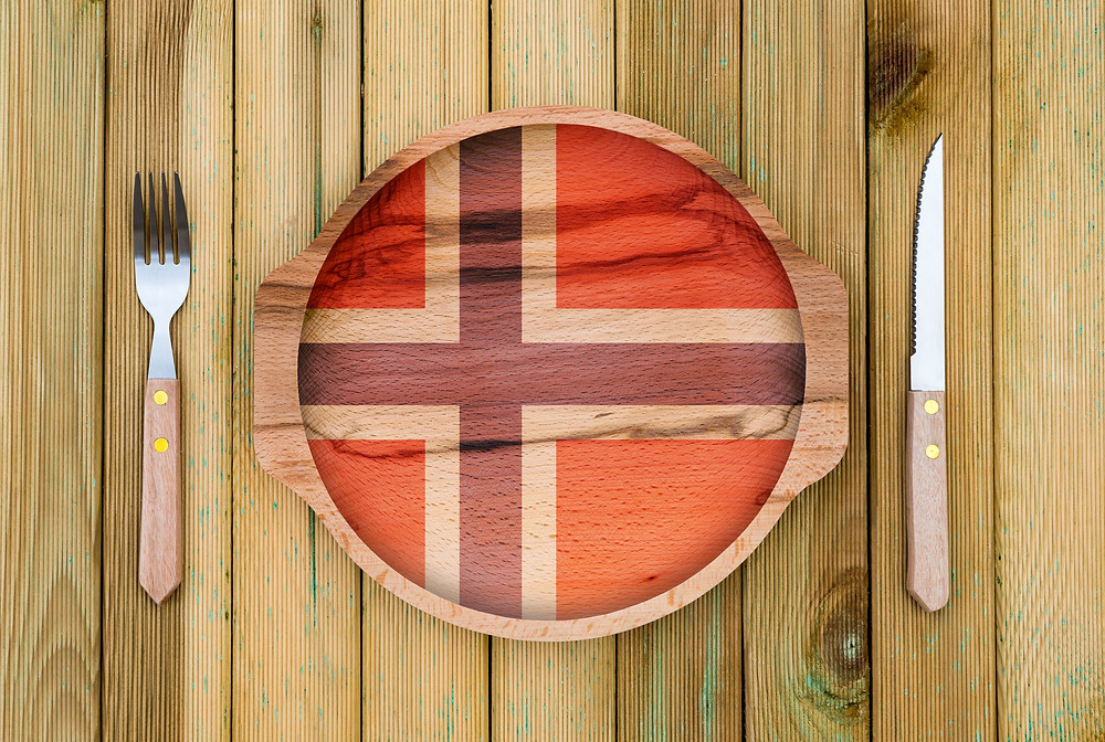 Norway themed dinner plate and setting