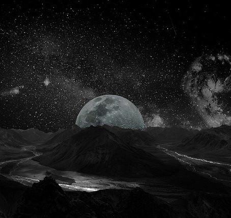 Kendini Ay'a Anlatmak