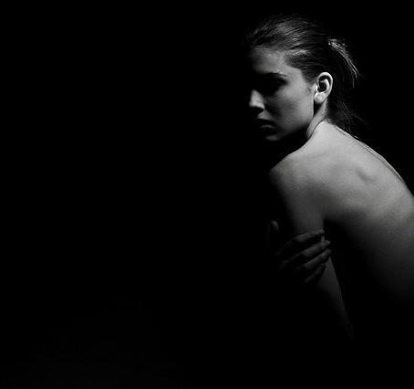 Yalnızlığın Kalbiyle Hissetmeden, Görmeden Savaşıyoruz