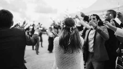 Feierwütige Hochzeitsgesellschaft