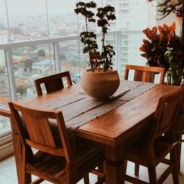 mesa com pé diamante e cadeiras Ana Maria