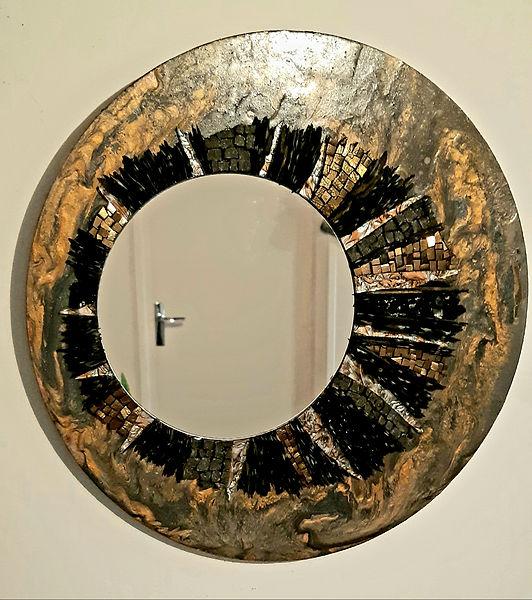 Miroir doré en mosaïque et peinture