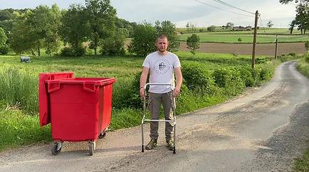 Nettoyer conteneurpoubelle. Positionneur de lavage conteneur poubelle. Basculer conteneur poubelle. Materiel ergonomique pour conteneur poubelle.